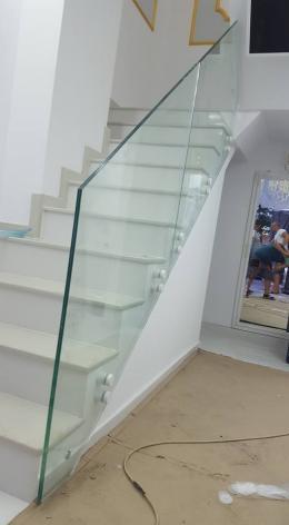Стъклени Парапети от Алутрейдинг ЕООД с захващане изработено от Барос Вижън Парапети - 07 - Алутрейдинг ЕООД - Пловдив