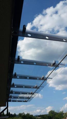 Навес от неръждаема конструкция и закалено стъкло изработен от Барос Вижън ЕООД и изпълнен от Алутрейдинг ЕООД - 01 - Алутрейдинг ЕООД - Пловдив