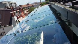 Навес от неръждаема конструкция и закалено стъкло изработен от Барос Вижън ЕООД и изпълнен от Алутрейдинг ЕООД - 05 - Алутрейдинг ЕООД - Пловдив