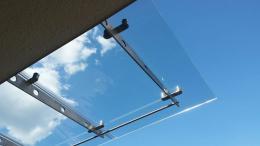 Навес от неръждаема конструкция и закалено стъкло изработен от Барос Вижън ЕООД и изпълнен от Алутрейдинг ЕООД - 06 - Алутрейдинг ЕООД - Пловдив