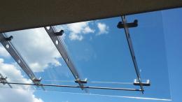 Навес от неръждаема конструкция и закалено стъкло изработен от Барос Вижън ЕООД и изпълнен от Алутрейдинг ЕООД - 07 - Алутрейдинг ЕООД - Пловдив
