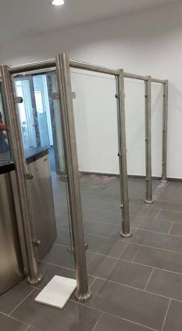 Заграждения от неръждаема конструкция и стъкло и стъклена врата - 07 - Алутрейдинг ЕООД - Пловдив