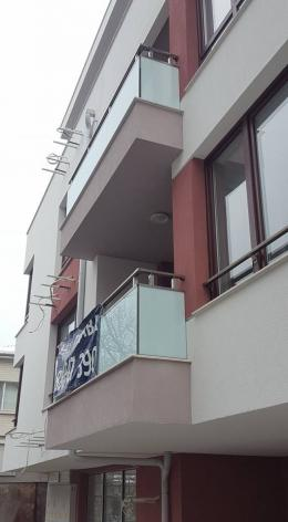 1 - Алуминиеви парапети с масово стъкло и квадратни профили - Алутрейдинг ЕООД - Пловдив